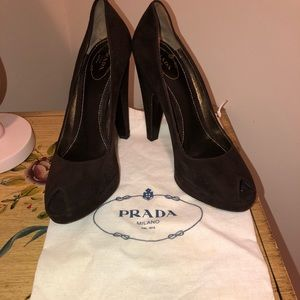 Prada Velvet Brown Heels Like new.